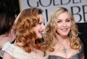Madonna at the Golden Globes, Red Carpet - 15 January 2012 - Update 01 (63)