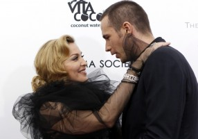 Madonna at the WE premiere at the Ziegfeld Theater, New York - 23 January 2012 - Update 2 (6)