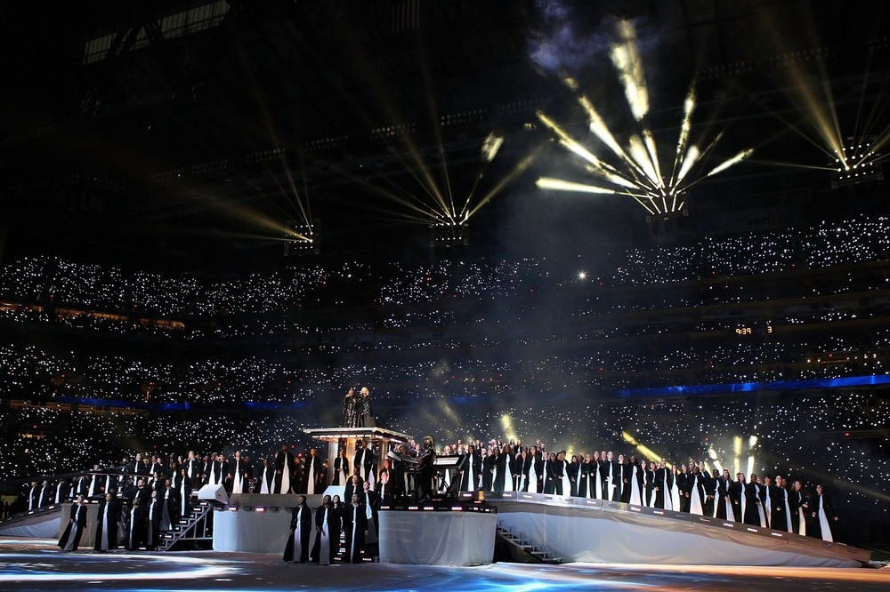 20120206-pictures-madonna-super-bowl-half-time-show-performance-132.jpg