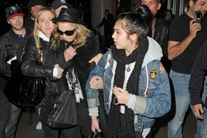 Madonna and Lourdes at JFK airport, 21 February 2012 - Update 3 (2)