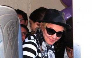 Madonna at the Kabbalah Centre, 25 February 2012 (3)