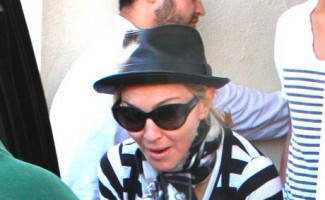 Madonna at the Kabbalah Centre, 25 February 2012 (5)
