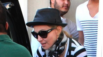 Madonna at the Kabbalah Centre, 25 February 2012 (6)