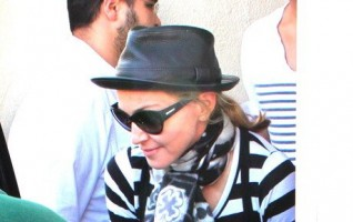 Madonna at the Kabbalah Centre, 25 February 2012 (7)