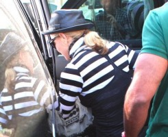 Madonna at the Kabbalah Centre, 25 February 2012 (8)