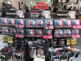MDNA release party in the UK - HMV (13)