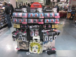 MDNA release party in the UK - HMV (14)