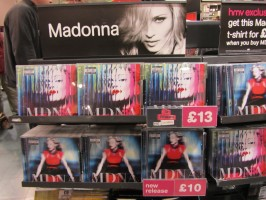 MDNA release party in the UK - HMV (19)