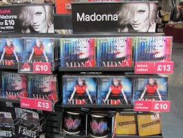MDNA release party in the UK - HMV (21)