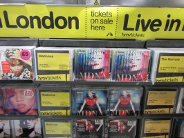 MDNA release party in the UK - HMV (25)