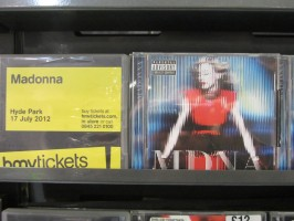 MDNA release party in the UK - HMV (27)