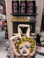 MDNA release party in the UK - HMV (28)