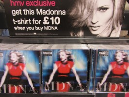 MDNA release party in the UK - HMV (30)