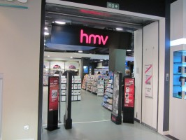 MDNA release party in the UK - HMV (35)
