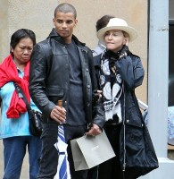 Madonna out and about in New York - 24 May 2012 (4)