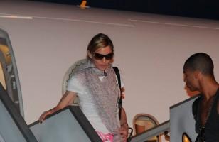 Madonna lands in Istanbul, Ataturk airport - 5 June 2012 (5)