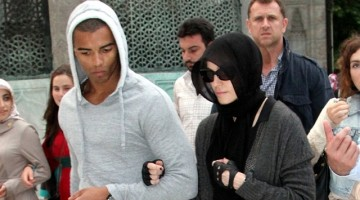 Madonna visits the Hagia Sophia museum in Istanbul, 6 June 2012 (1)