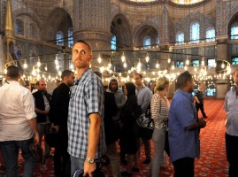 Madonna visits the Blue Mosque, Istanbul - 6 June 2012 (5)