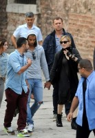 Madonna visits the Blue Mosque, Istanbul - 6 June 2012 (7)