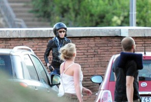 Madonna riding a Vespa in Rome - 13 June 2012 (44)