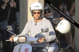 Madonna shopping at Ponte Vecchio in Florence, Italy - 15 June 2012 (7)