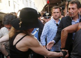 Madonna visiting the Uffizi Gallery, Florence - 17 June 2012 (5)