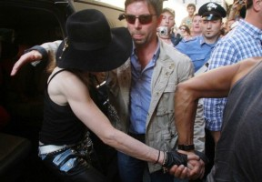 Madonna visiting the Uffizi Gallery, Florence - 17 June 2012 (6)