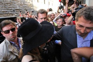 Madonna visiting the Uffizi Gallery, Florence - 17 June 2012 (7)