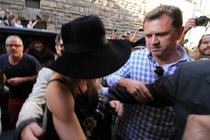 Madonna visiting the Uffizi Gallery, Florence - 17 June 2012 (8)