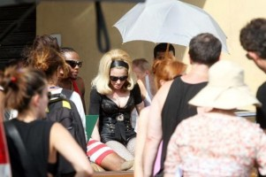 On the set of Turn up the Radio - Florence - Madonna (12)