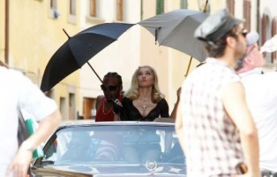 On the set of Turn up the Radio - Florence - Madonna (15)