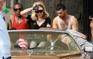 On the set of Turn up the Radio - Florence - Madonna (16)