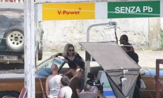 On the set of Turn up the Radio - Florence - Madonna (25)