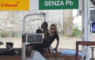 On the set of Turn up the Radio - Florence - Madonna (31)