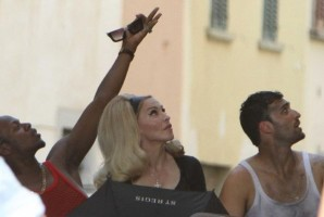 On the set of Turn up the Radio - Florence - Madonna (35)