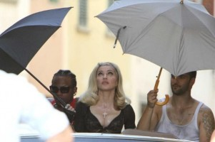 On the set of Turn up the Radio - Florence - Madonna (36)