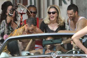 On the set of Turn up the Radio - Florence - Madonna (42)