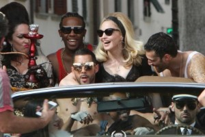 On the set of Turn up the Radio - Florence - Madonna (44)