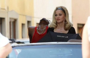 Madonna on the set of Turn up the Radio - 18 June 2012 - Part 3 (16)