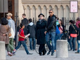 Madonna visiting the Notre Dame in Paris (19)
