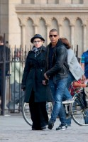 Madonna visiting the Notre Dame in Paris (20)