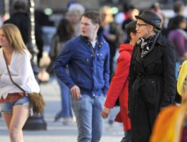Madonna visiting the Notre Dame in Paris (25)