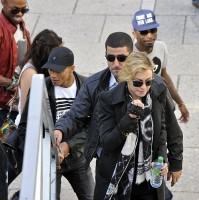 Madonna visits the Leopold Museum, Vienna - 30 July 2012 (9)
