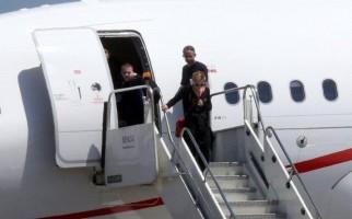 Madonna arriving at the Galeao Airport, Rio de Janeiro (6)