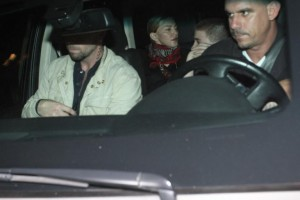 1 December 2012 - Madonna Having dinner with Luciano Huck, Rio de Janeiro (6)