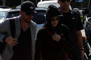 2 December 2012 - Madonna Leaving for the Parque Olimpico Cidade do Rock by Helicopter, Lagao (8)