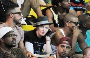 Madonna attends AfroReggae in Rio de Janeiro - Part 2 (1)
