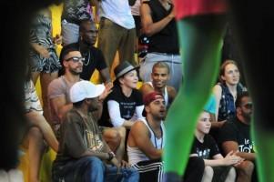 Madonna attends AfroReggae in Rio de Janeiro - Part 2 (3)