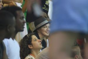 Madonna attends AfroReggae in Rio de Janeiro - Part 2 (21)