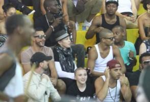 Madonna attends AfroReggae in Rio de Janeiro - Part 2 (25)